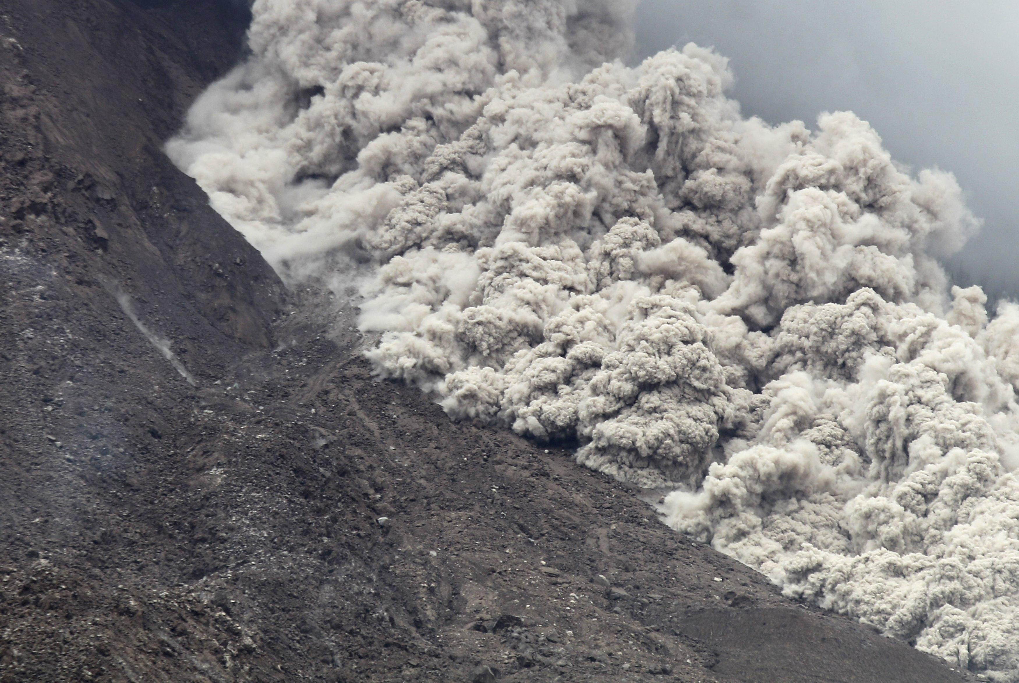 Mt. Sinabung spews massive smoke-and-ash column