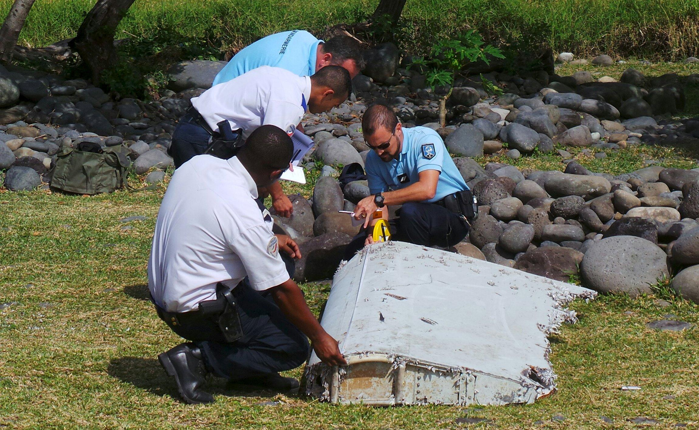 2015-07-30T071848Z_695988572_GF20000008469_RTRMADP_3_MALAYSIA-AIRLINES-CRASH