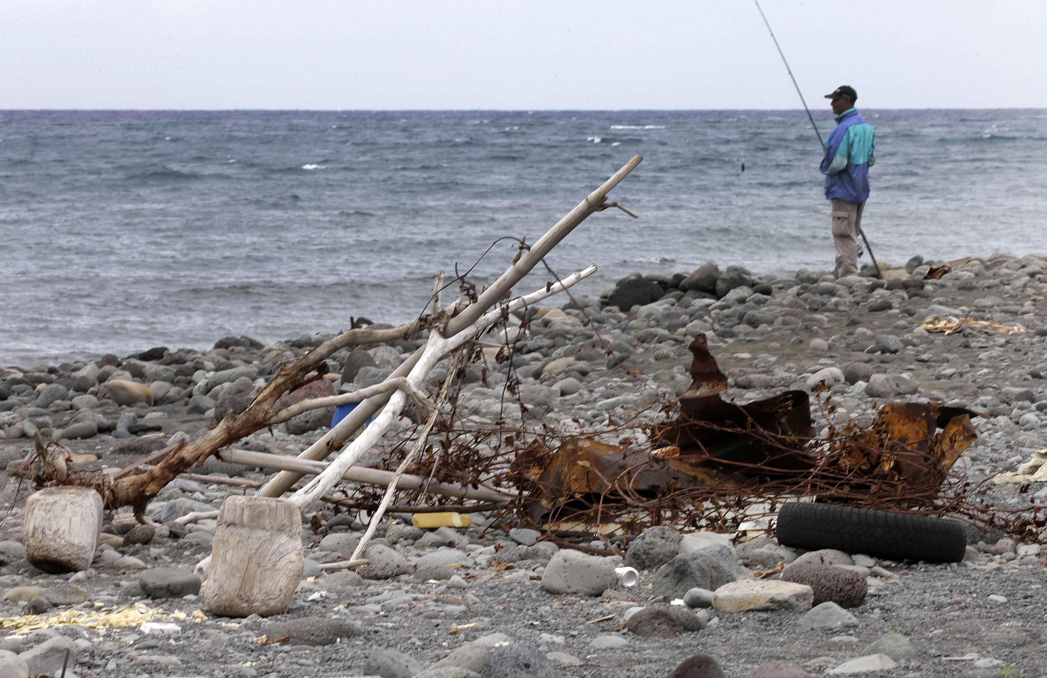 2015-08-03T125640Z_1911566552_PM1EB8311G301_RTRMADP_3_MALAYSIA-AIRLINES-CRASH