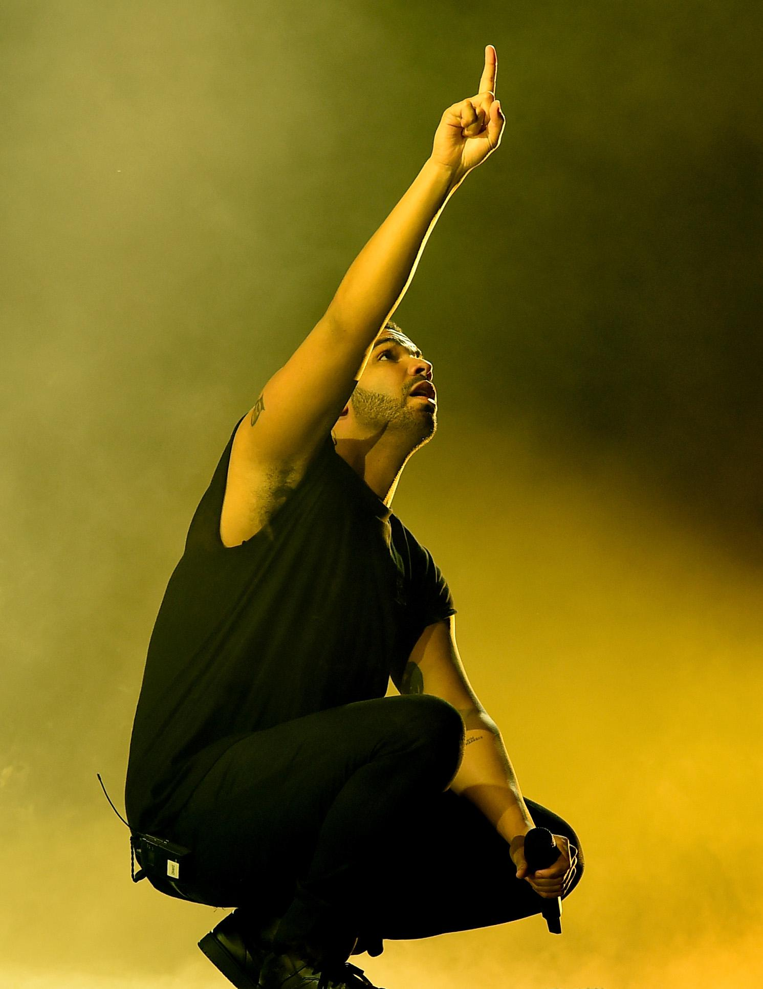 Drake Blasts Meek Mill in Live Performance