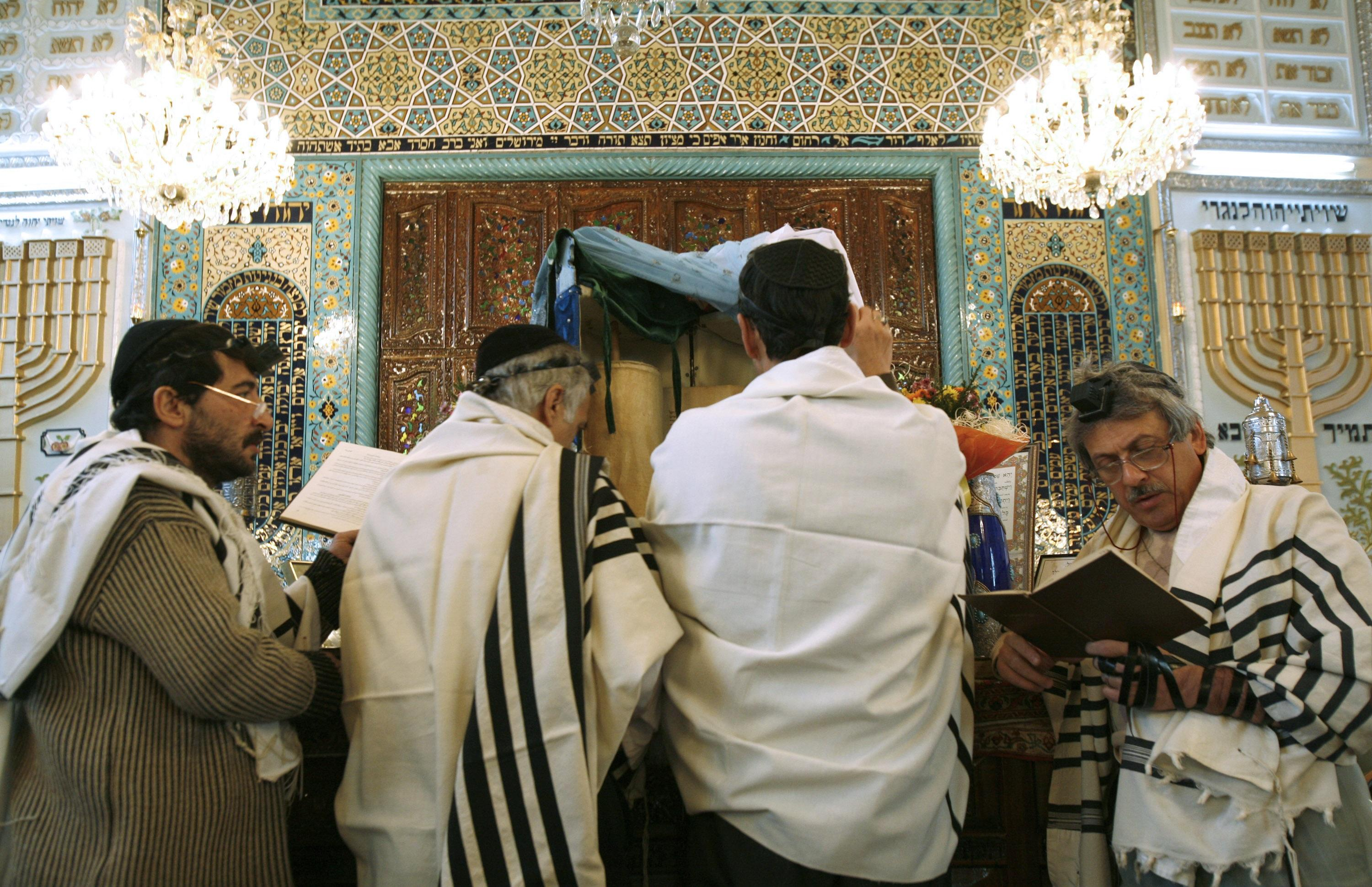 Iranian Jews Praying