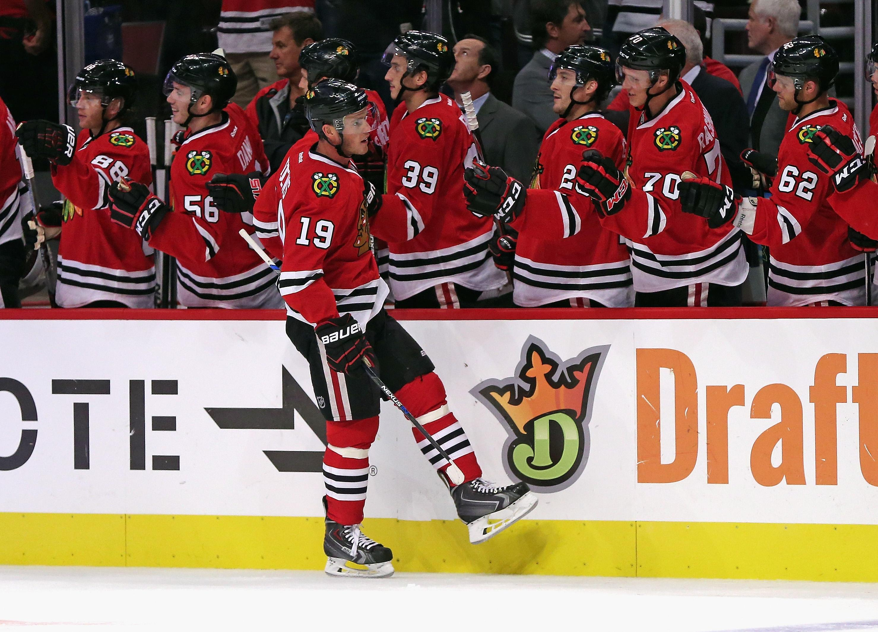 Bruins beat Blackhawks for 5th straight win