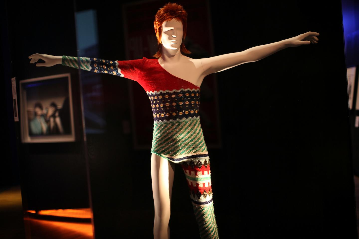 The Story Behind David Bowie S Ziggy Stardust Haircut A