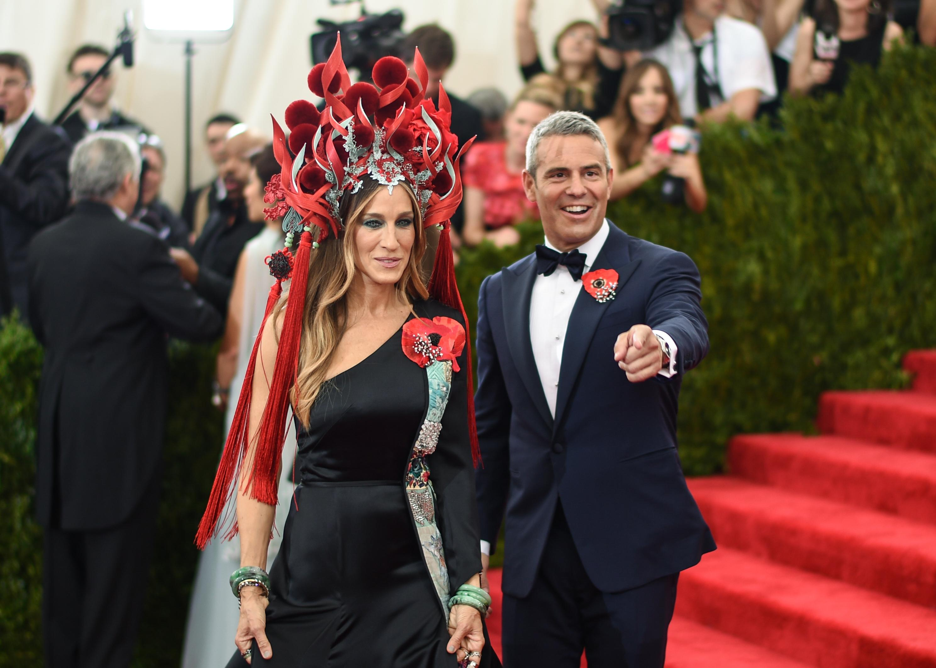 Sarah Jessica Parker and Andy Cohen at Met Gala 2015