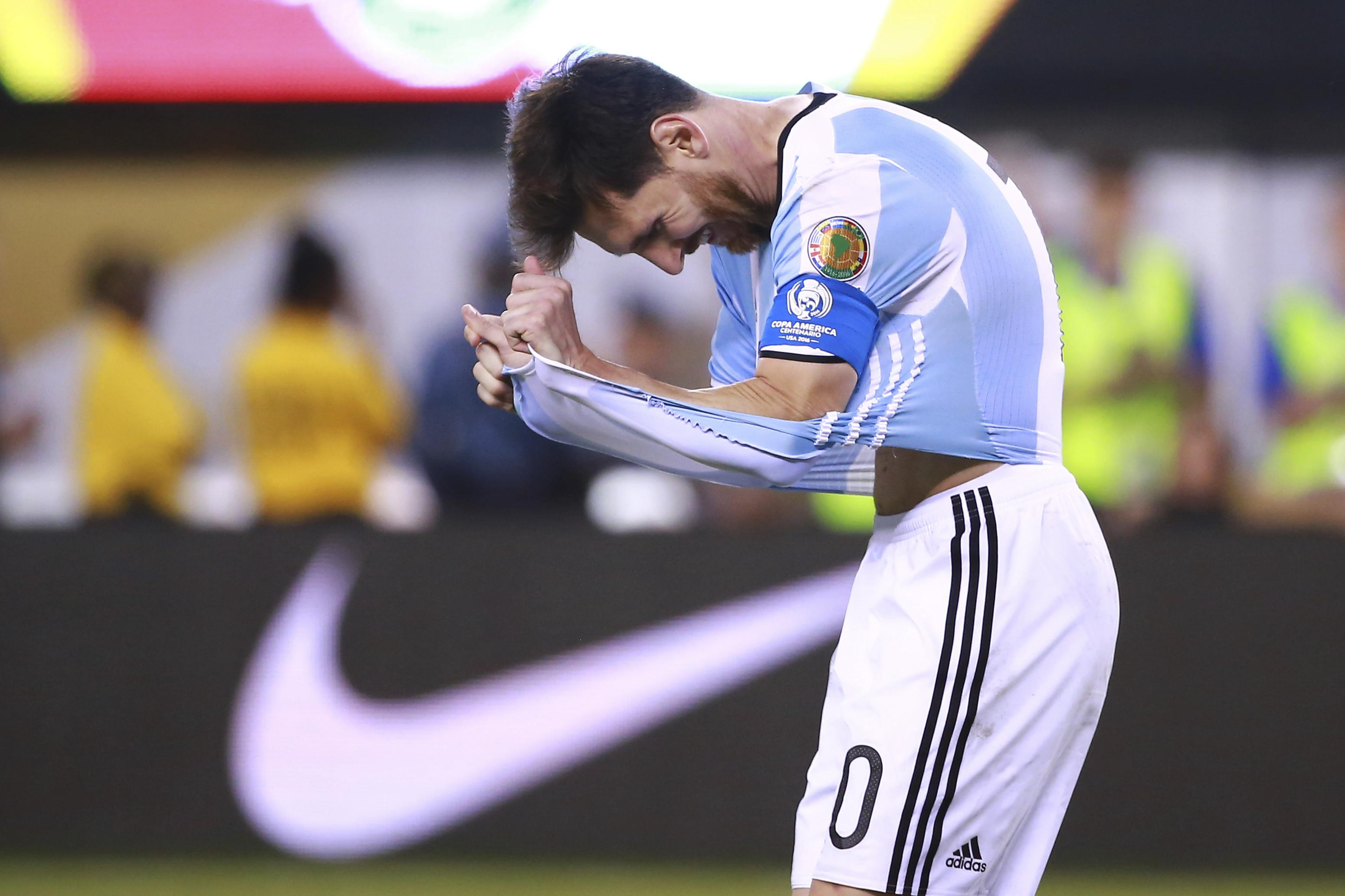 6ee57dff7 Lionel Messi reacts after missing his penalty in the shootout with Chile.  Photo  Getty Images