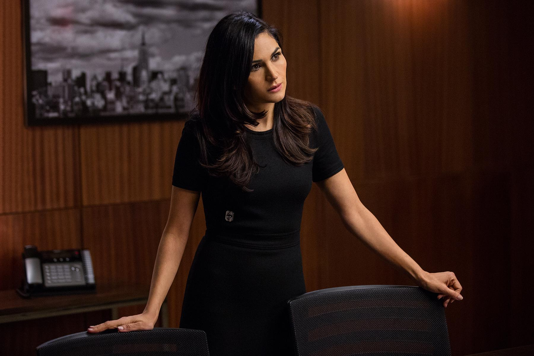 Lela Loren (as Angela Valdes) - Episode 305