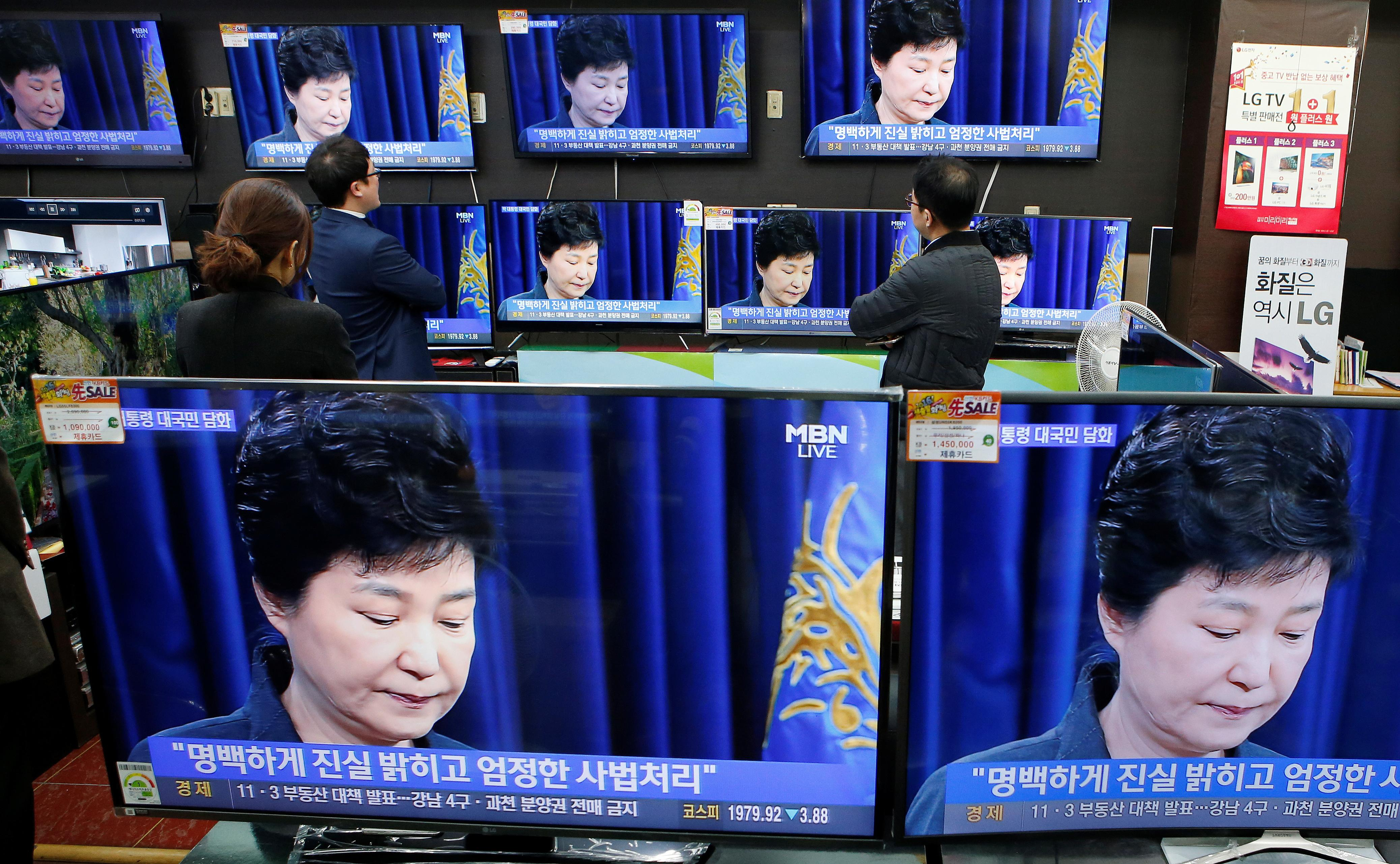 South Korean President Scandal Explained: 5 Facts About Controversy Surrounding Park Geun-Hye And Close Aide