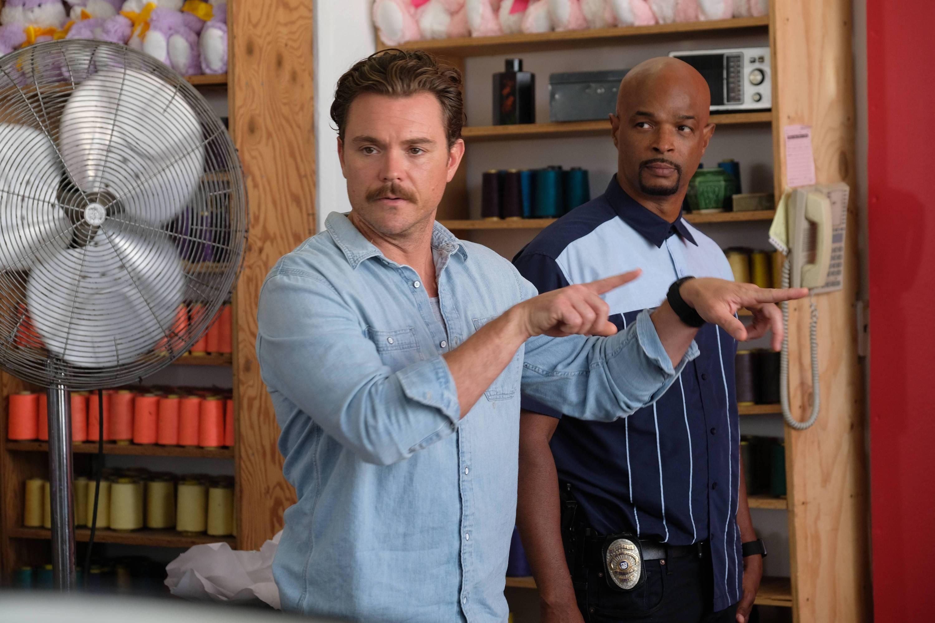 Clayne Crawford as Riggs and Damon Wayans as Murtaugh