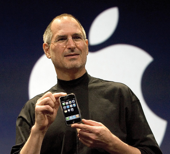 Steve Jobs Unveils the iPhone in 2007.