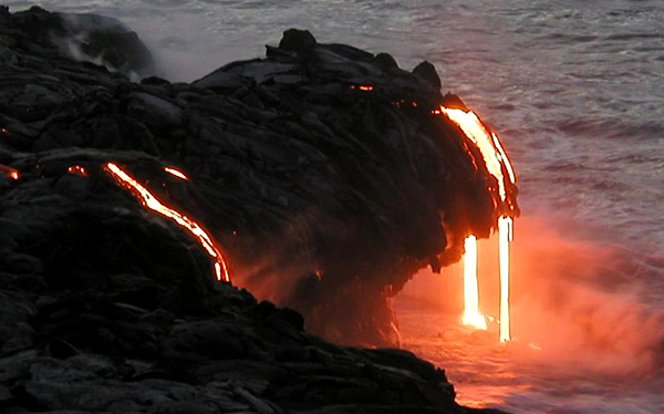 A portion of cliff collapses cutting off the ongoing flow of lava that had been spilling out of Kamokuna cliff since New Year's Eve.