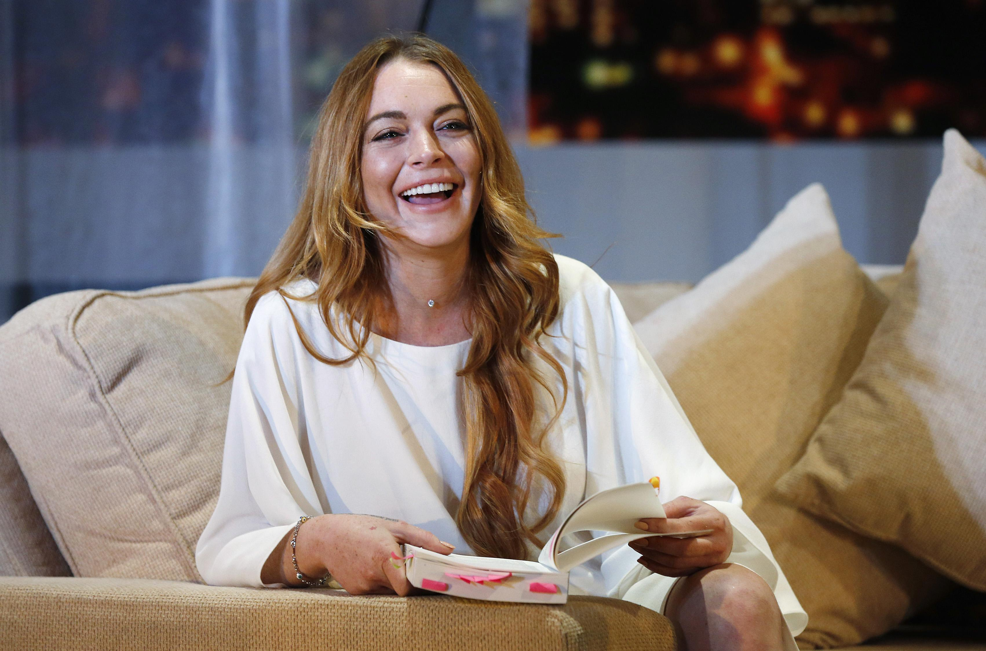 Lindsay Lohan appears on 'The View' to discuss Syrian refugee crisis
