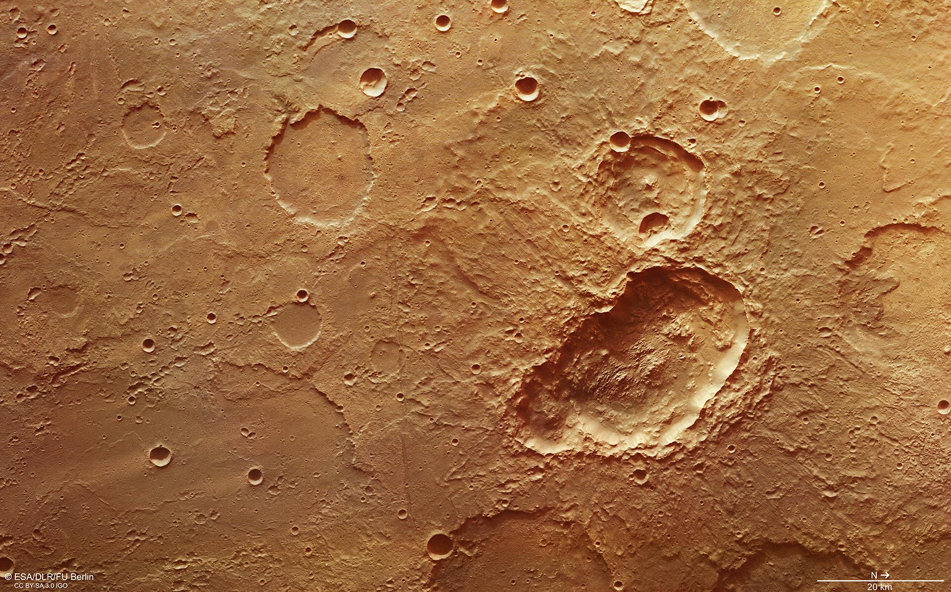 Triple_crater_in_Terra_Sirenum