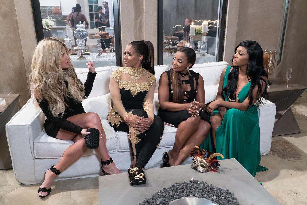 Kim Zolciak-Biermann Officially Signs On For Season 10 Of RHOA!