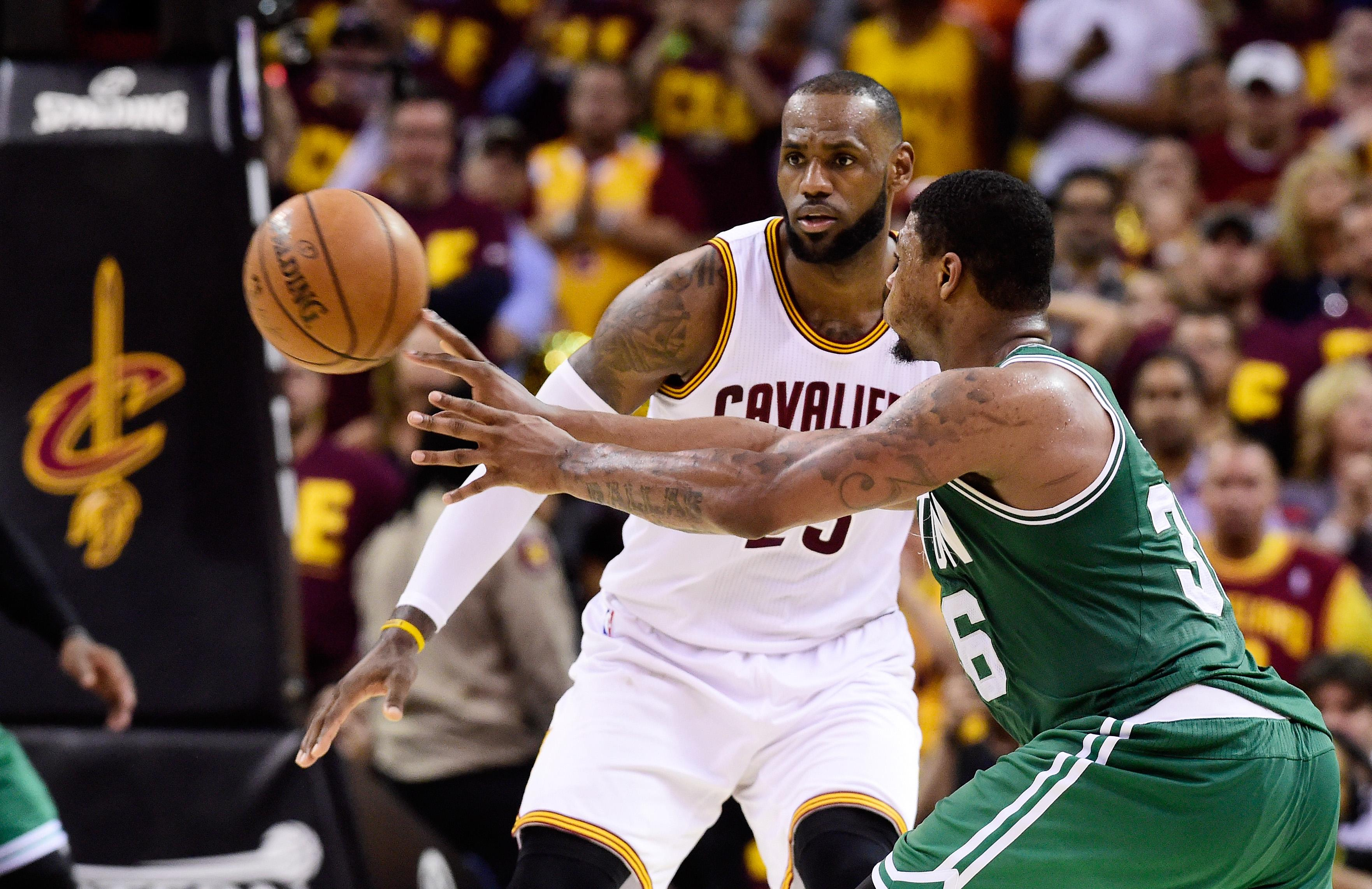 Bradley's triple shocks Cavs, Celtics take a game