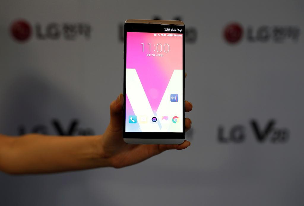 [Report] LG to launch the G7 and V30 early with OLED displays