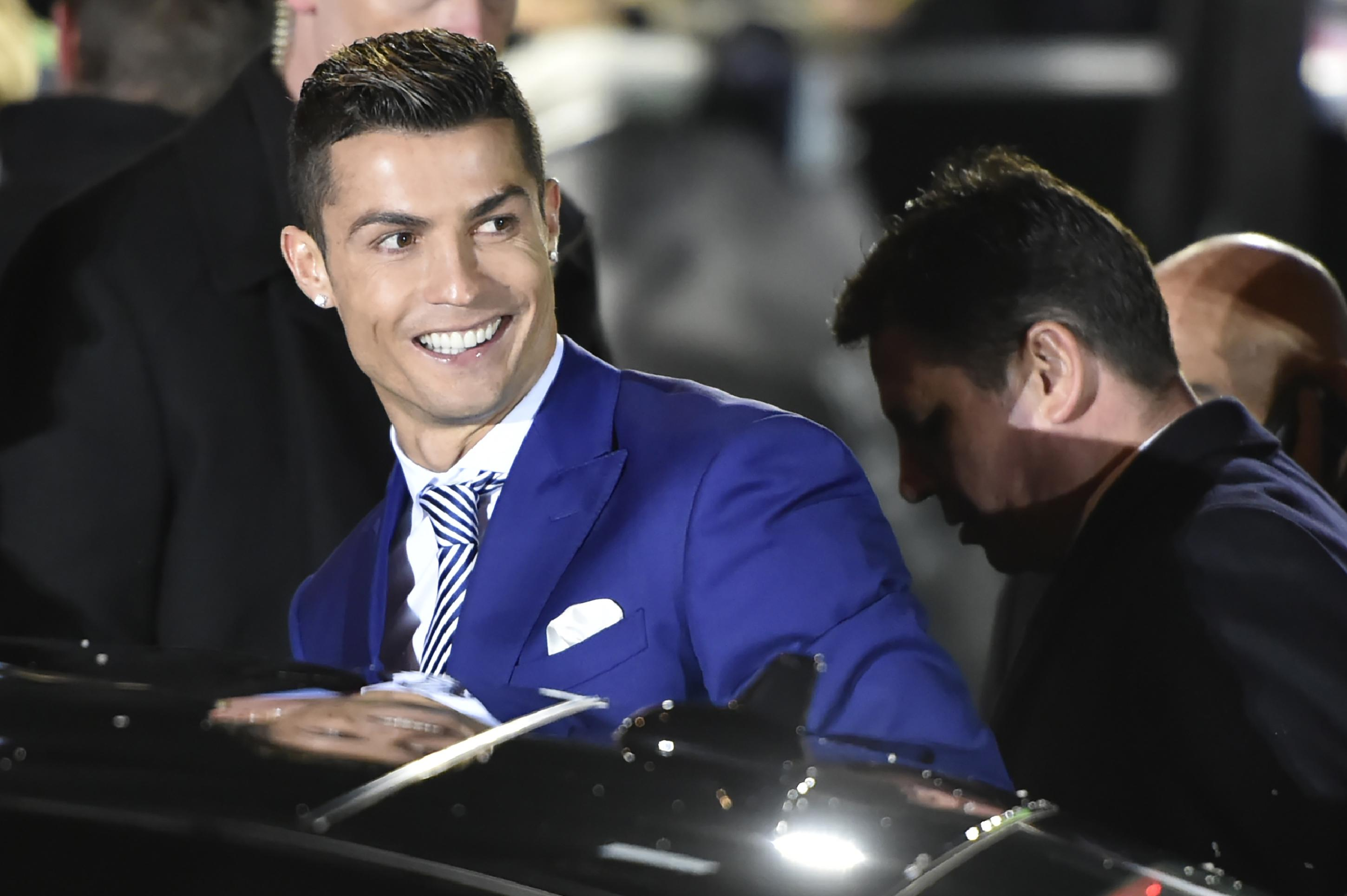 Cristiano Ronaldo Denies Wanting to Leave Madrid But Admits He 'Felt Mistreated'