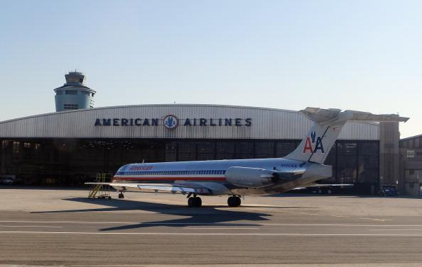 Man tries to open exit door on American Airlines flight