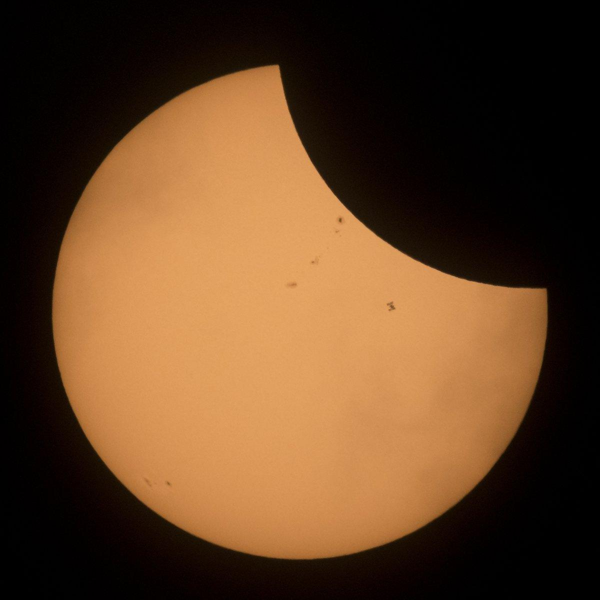 eclipse iss moon sun