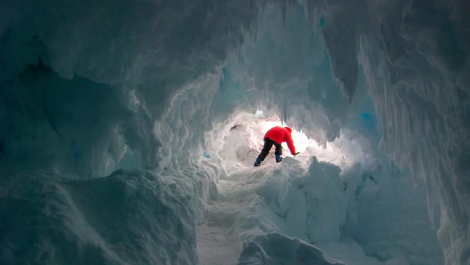 Scientist discover a secret cave in the Antarctica that may support life