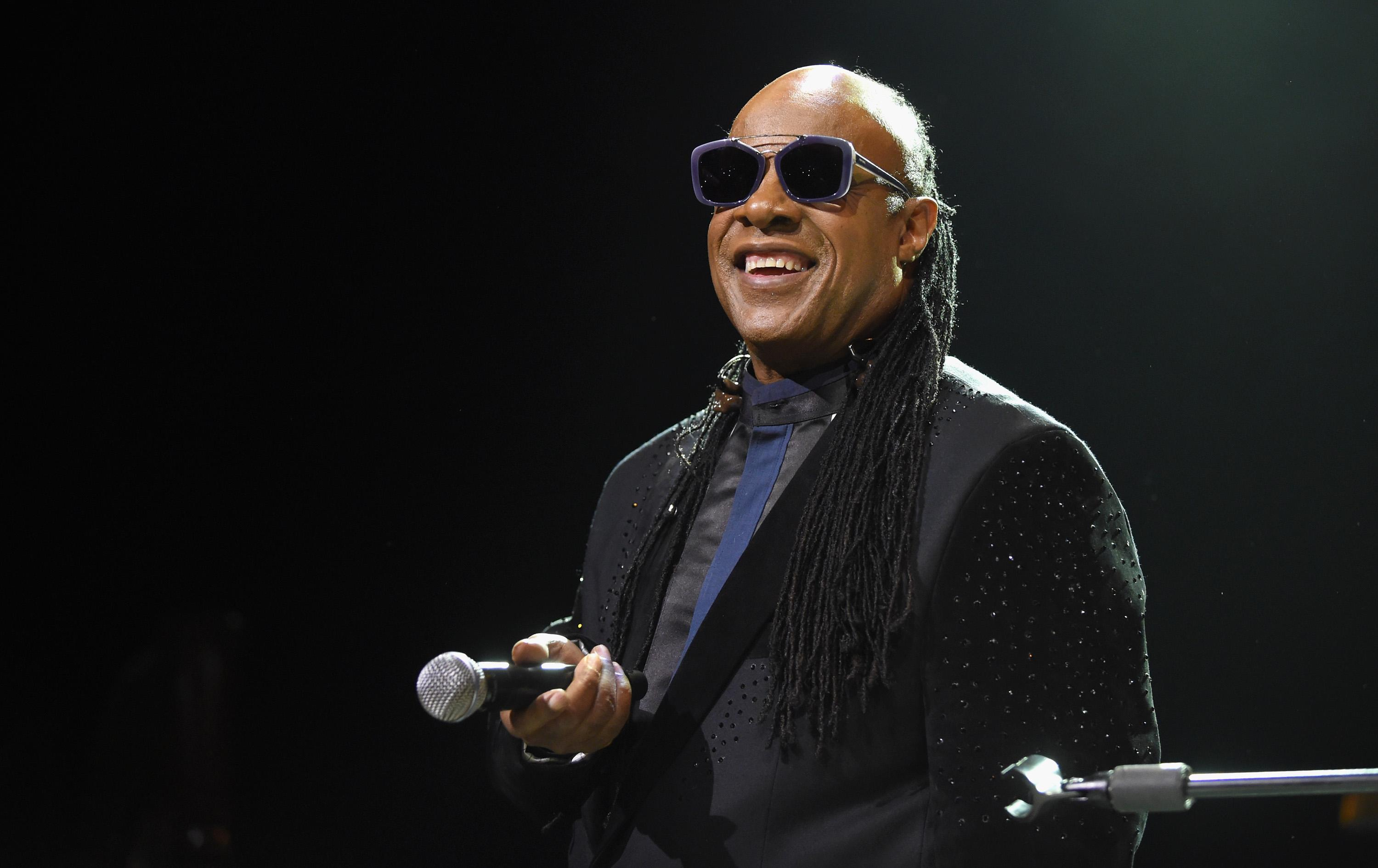Stevie Wonder takes both knees 'for America' after President Trump's National Football League  remarks
