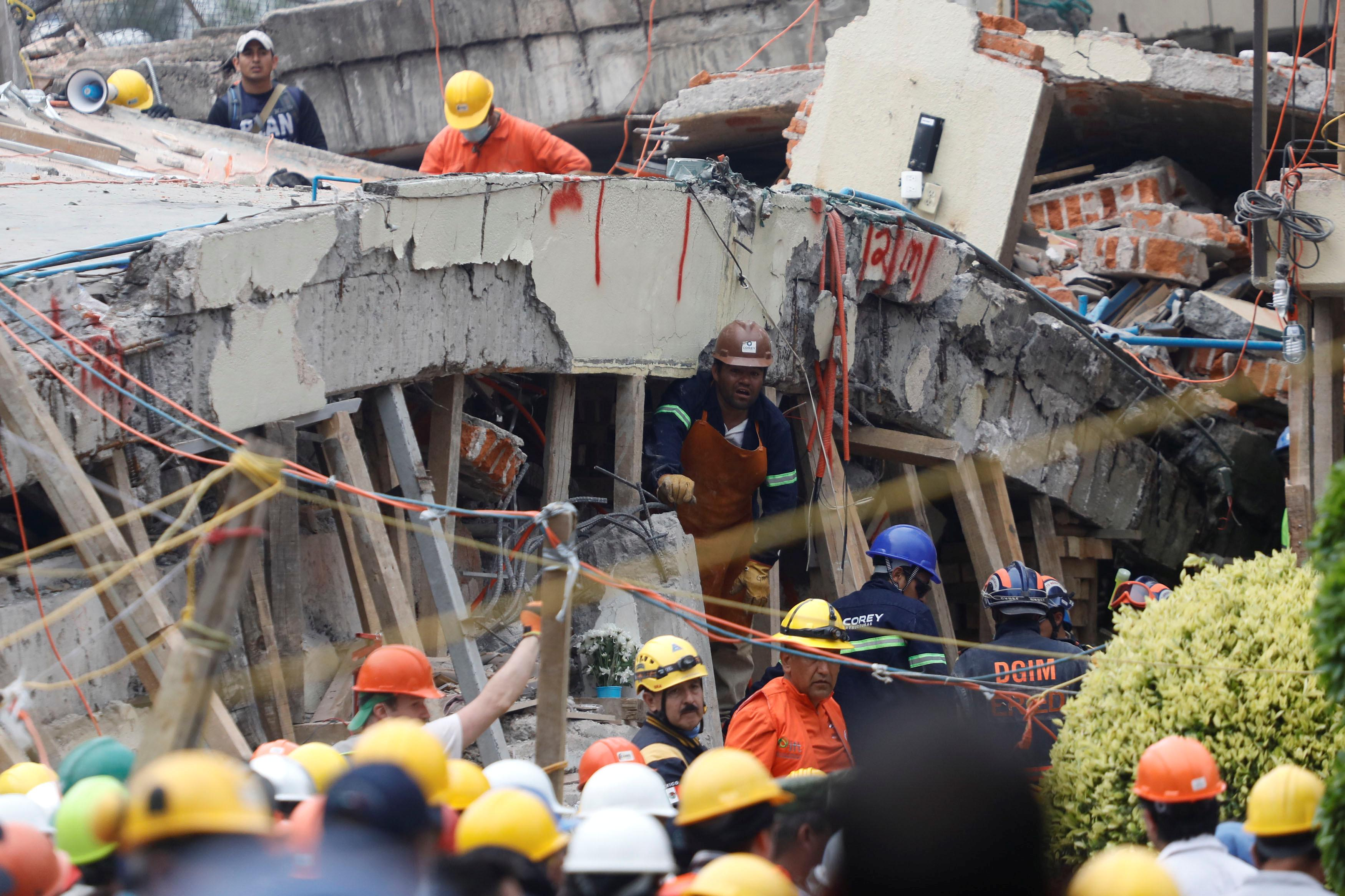 Mexico quake : Trapped girl 'Frida Sofia' grips nation