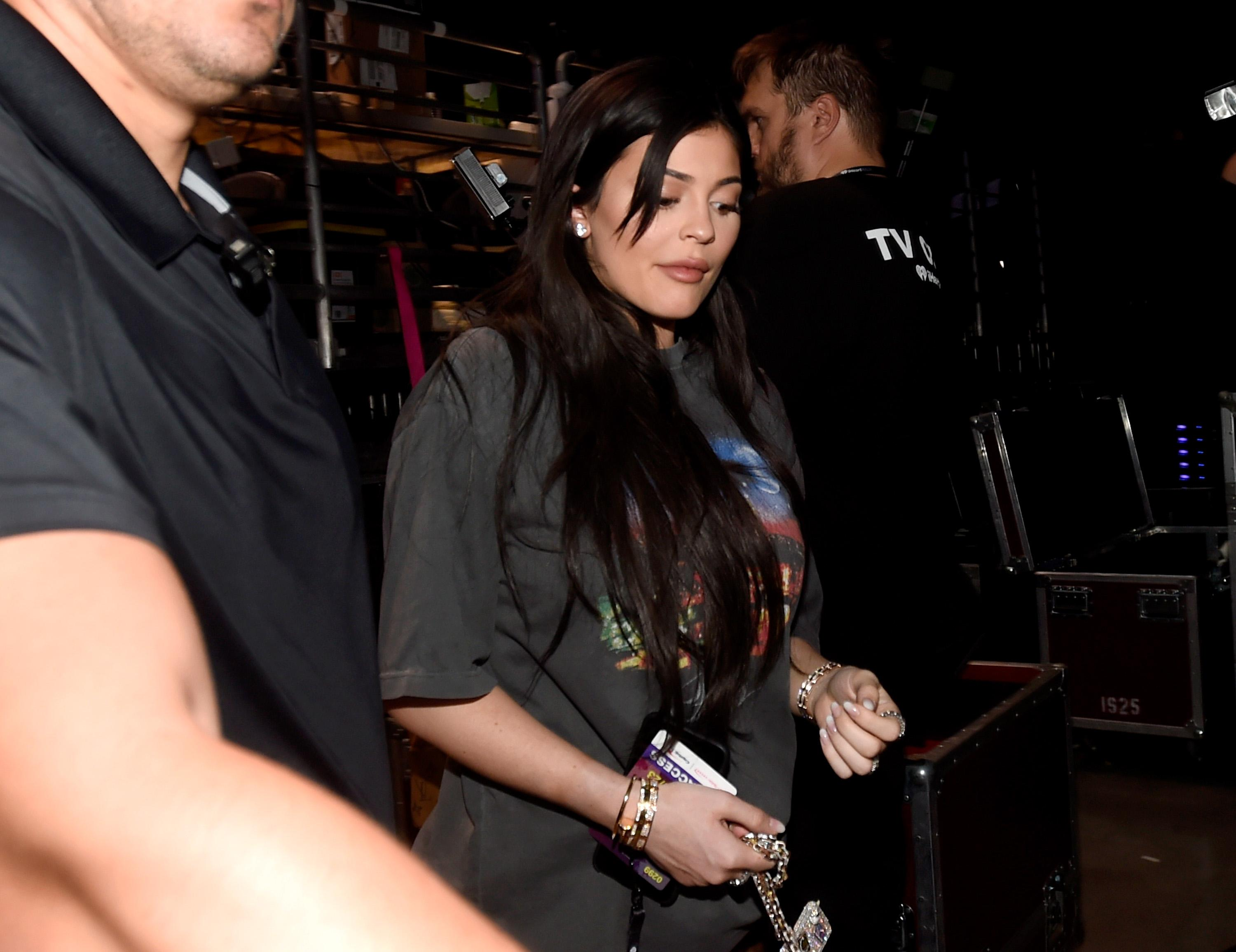 Kylie Jenner prompts more pregnancy speculation in ridiculously oversized shirt