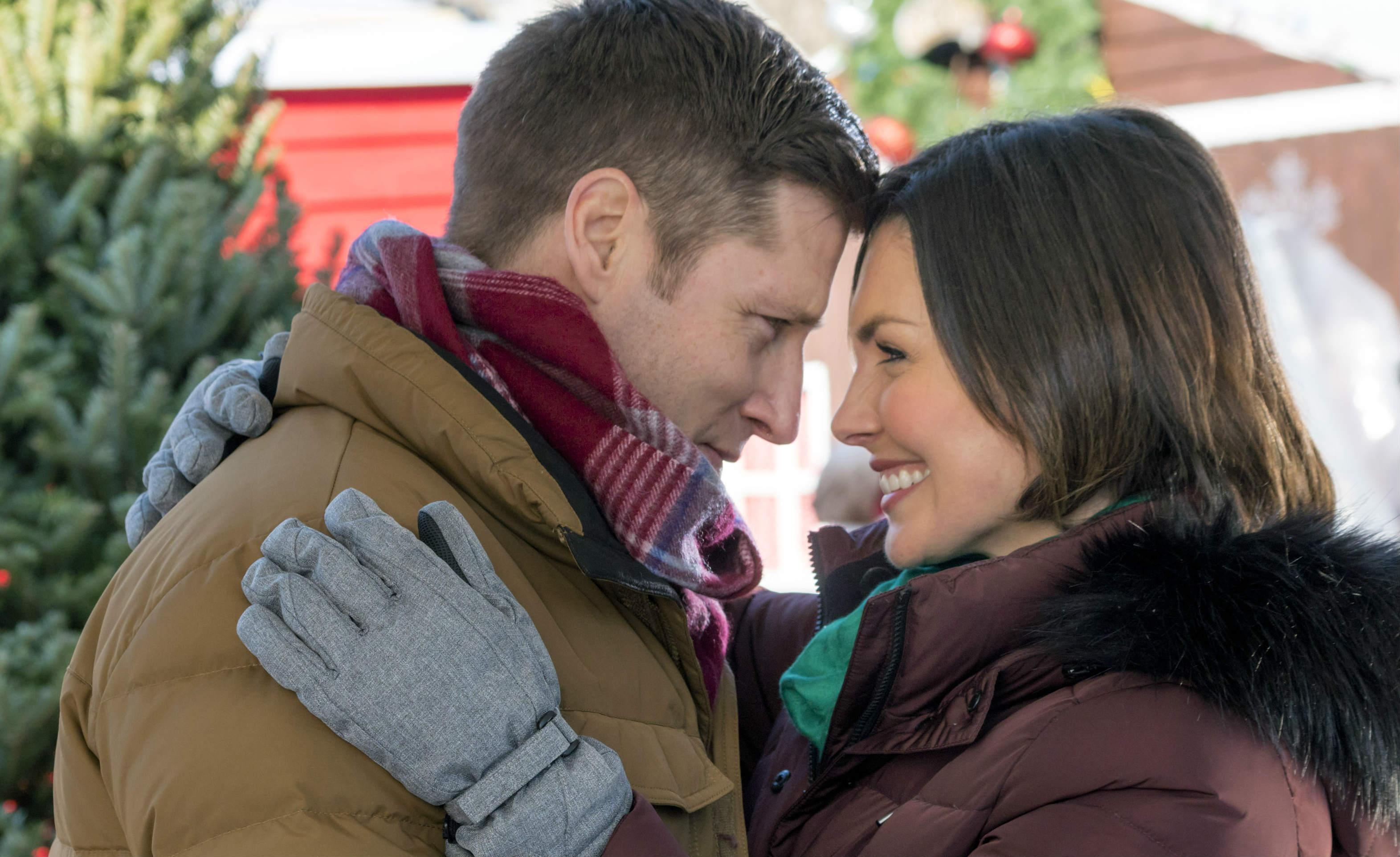 Taylor Cole Christmas In Homestead.Hallmark Channel Christmas Festival Of Ice Premiere Meet
