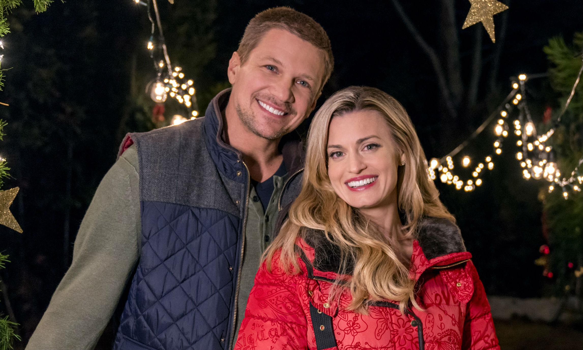 Miss Christmas Cast.Hallmark Channel Miss Christmas Premiere Meet The Cast