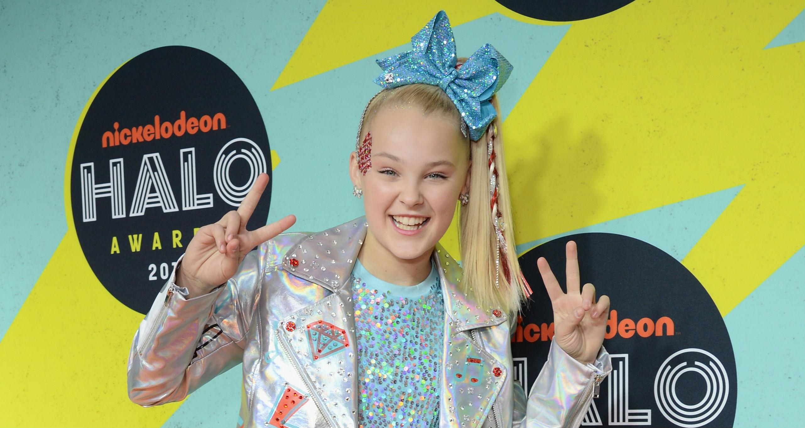 JoJo Siwa Talks to Fans About Her Coming Out on Instagram Live