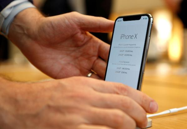 Apple's £999 iPhone X suffering from 'crackly' audio, some users complain