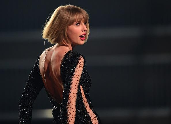 One million albums sold, but Swift fails to beat record