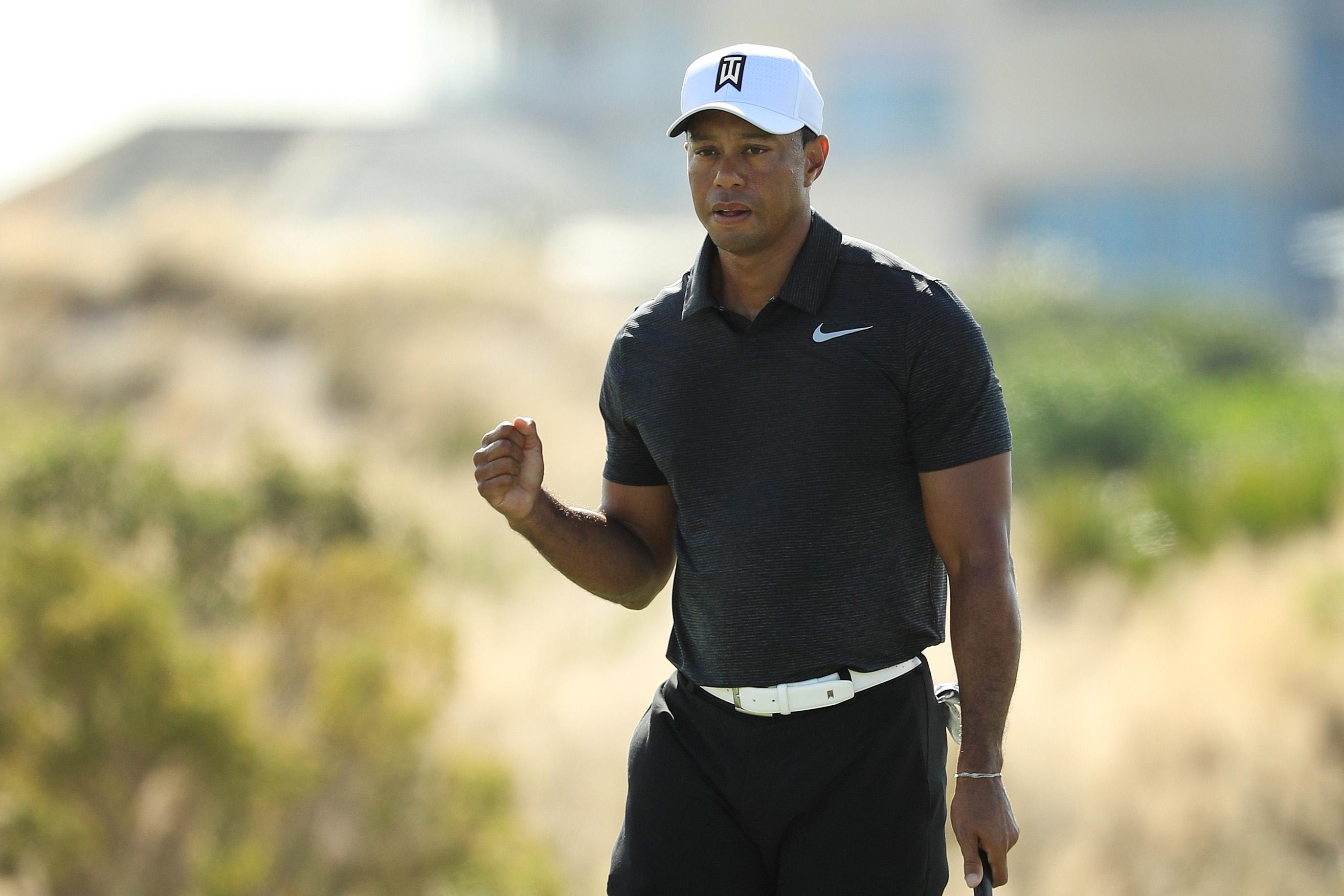 Woods tied for fifth after firing a 68 in Bahamas
