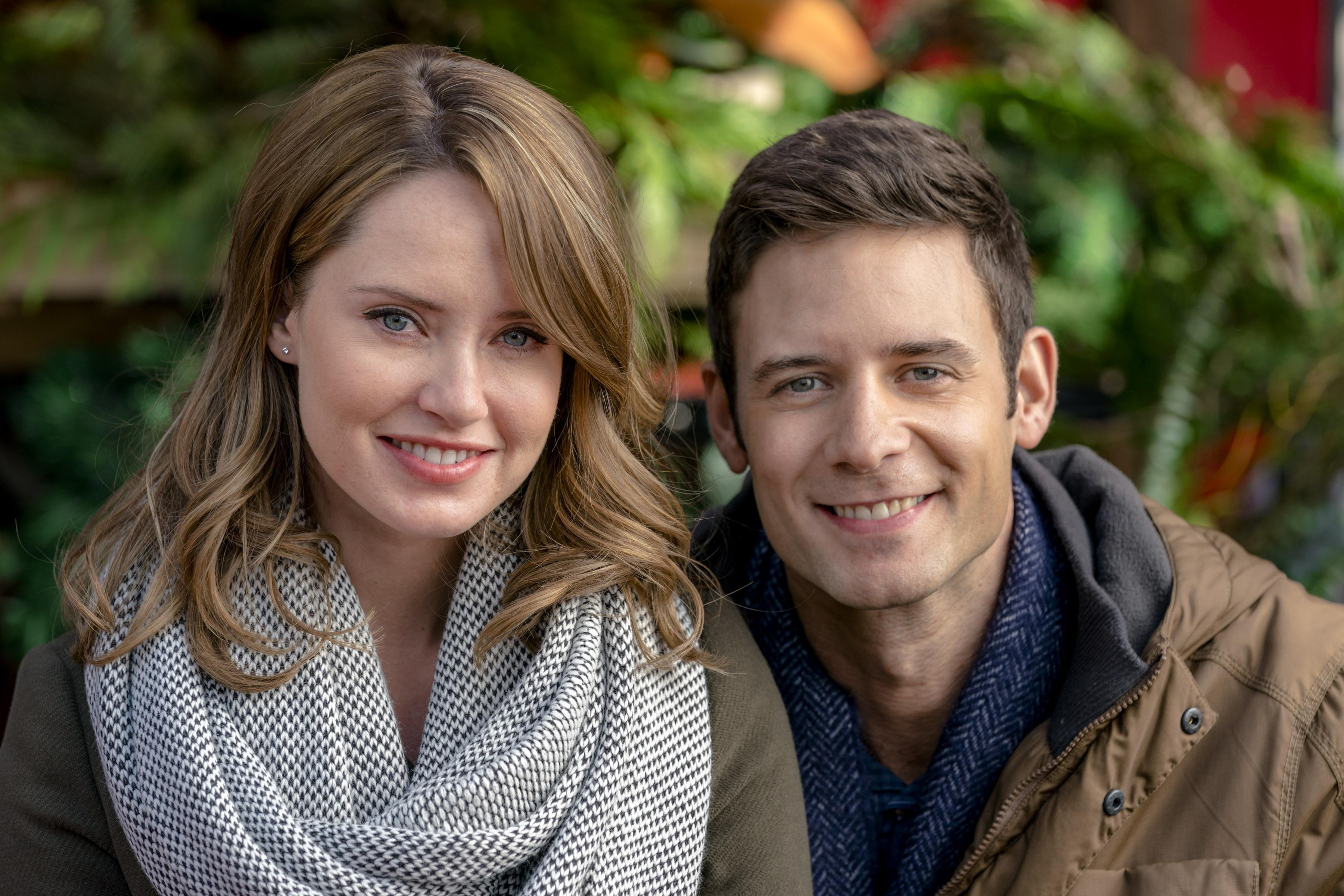 Christmas Incorporated Cast.Hallmark Channel The Christmas Cottage Premiere Meet The
