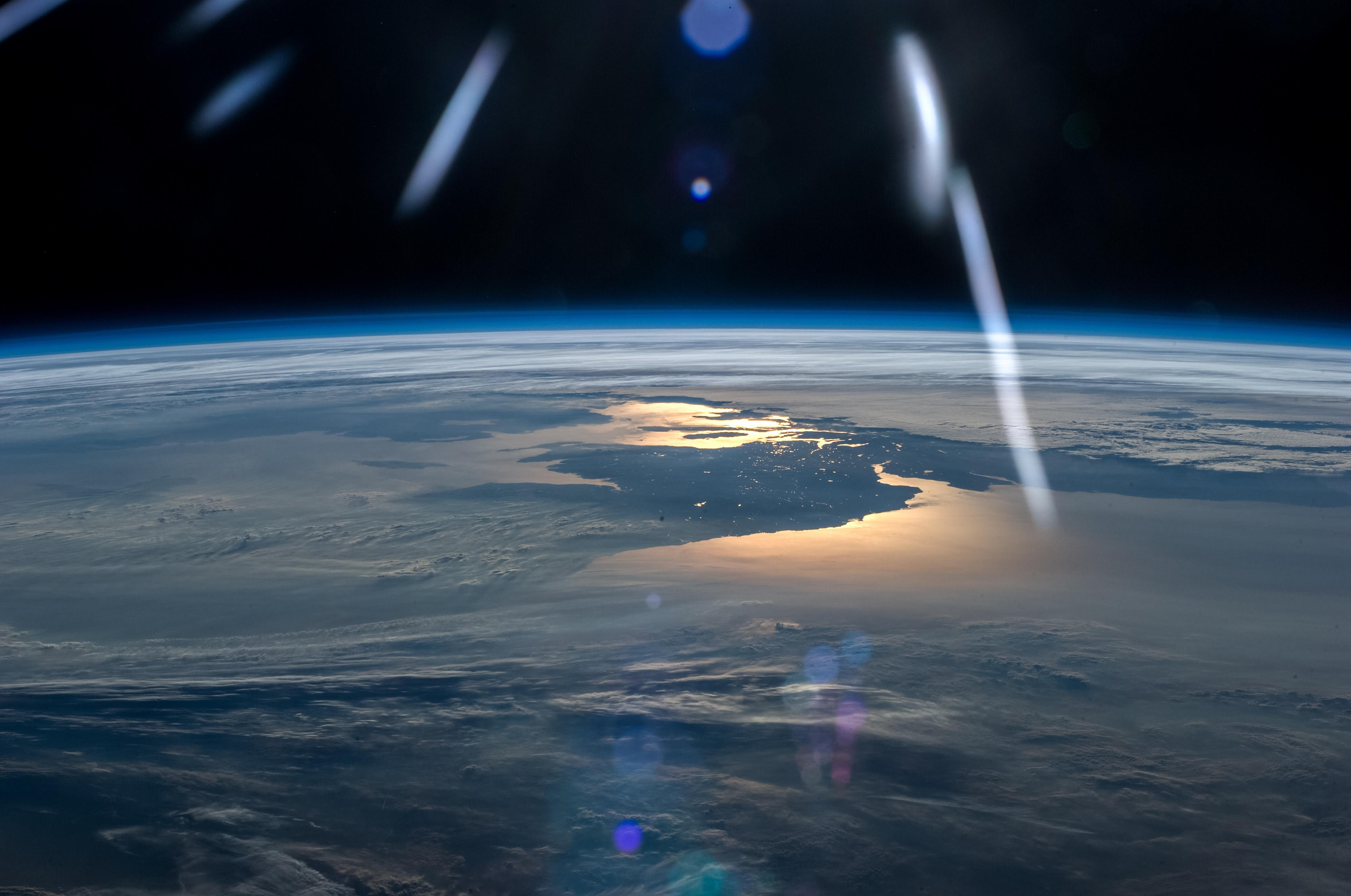 Astronaut Captures Day Meeting Night In Beautiful Space Photo