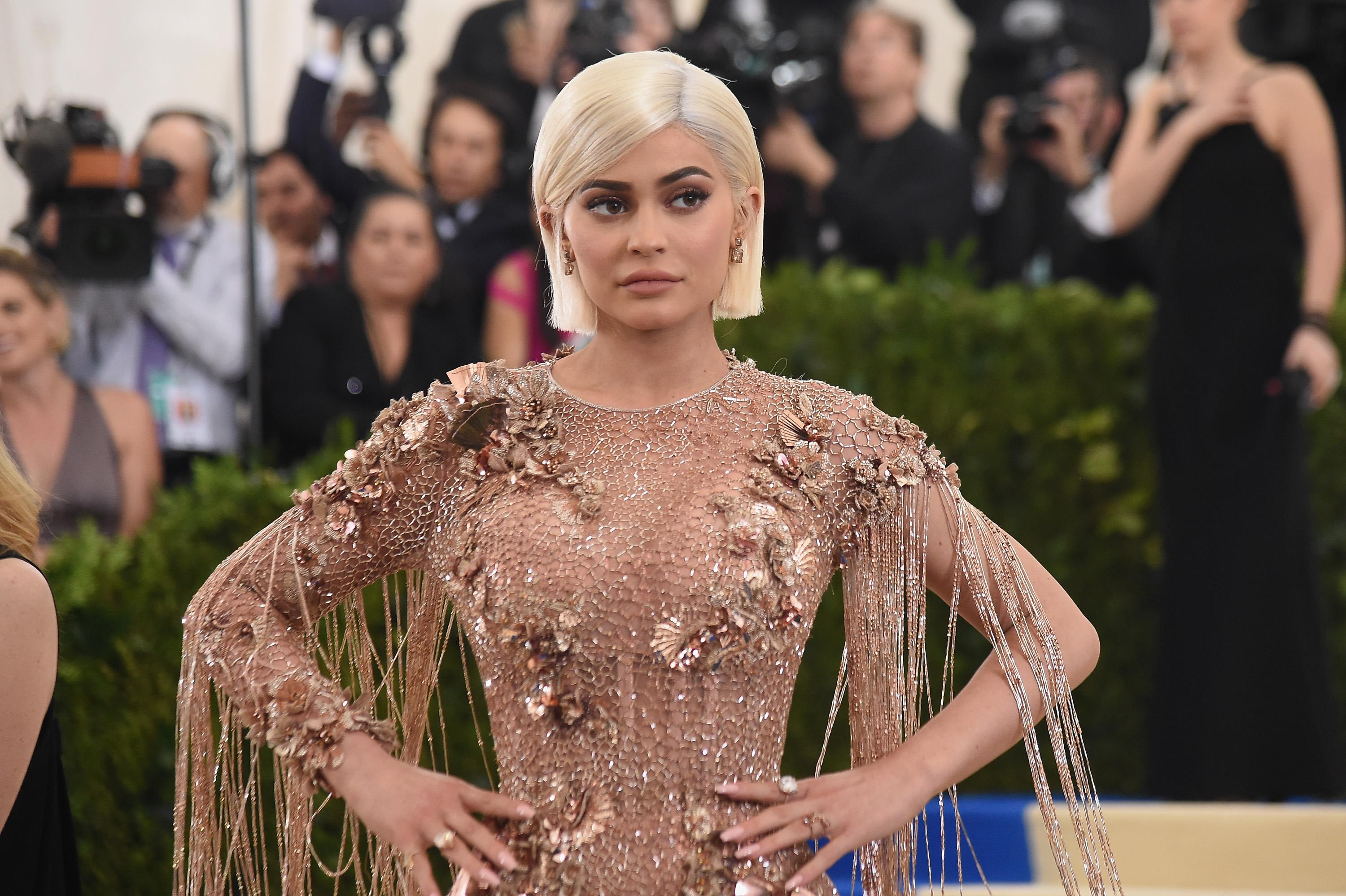 Check out Kylie Jenner's Christmas Tree Dressed in Pink ... for a Girl?