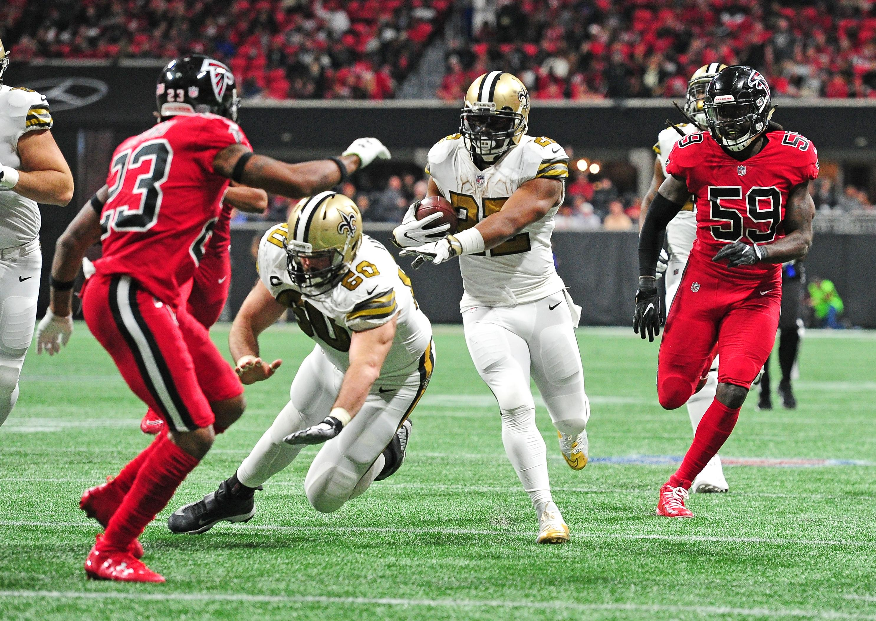 Freeman runs for 126 yards, Falcons hold off Bucs 24-21