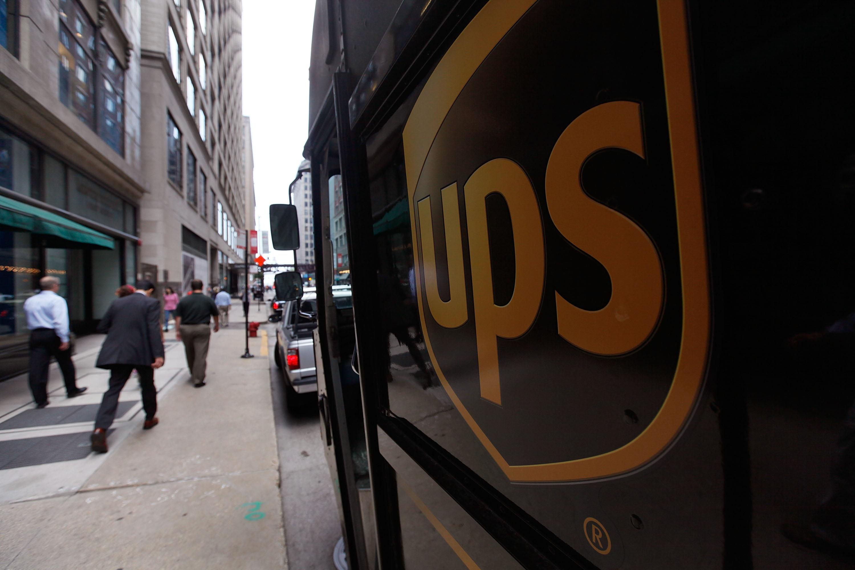 Fake UPS deliverymen shoot man after knocking on door