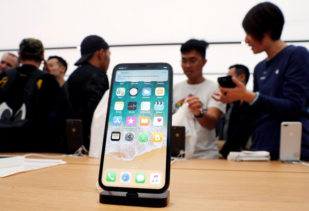 Apple admits to slowing down iPhones as batteries get old