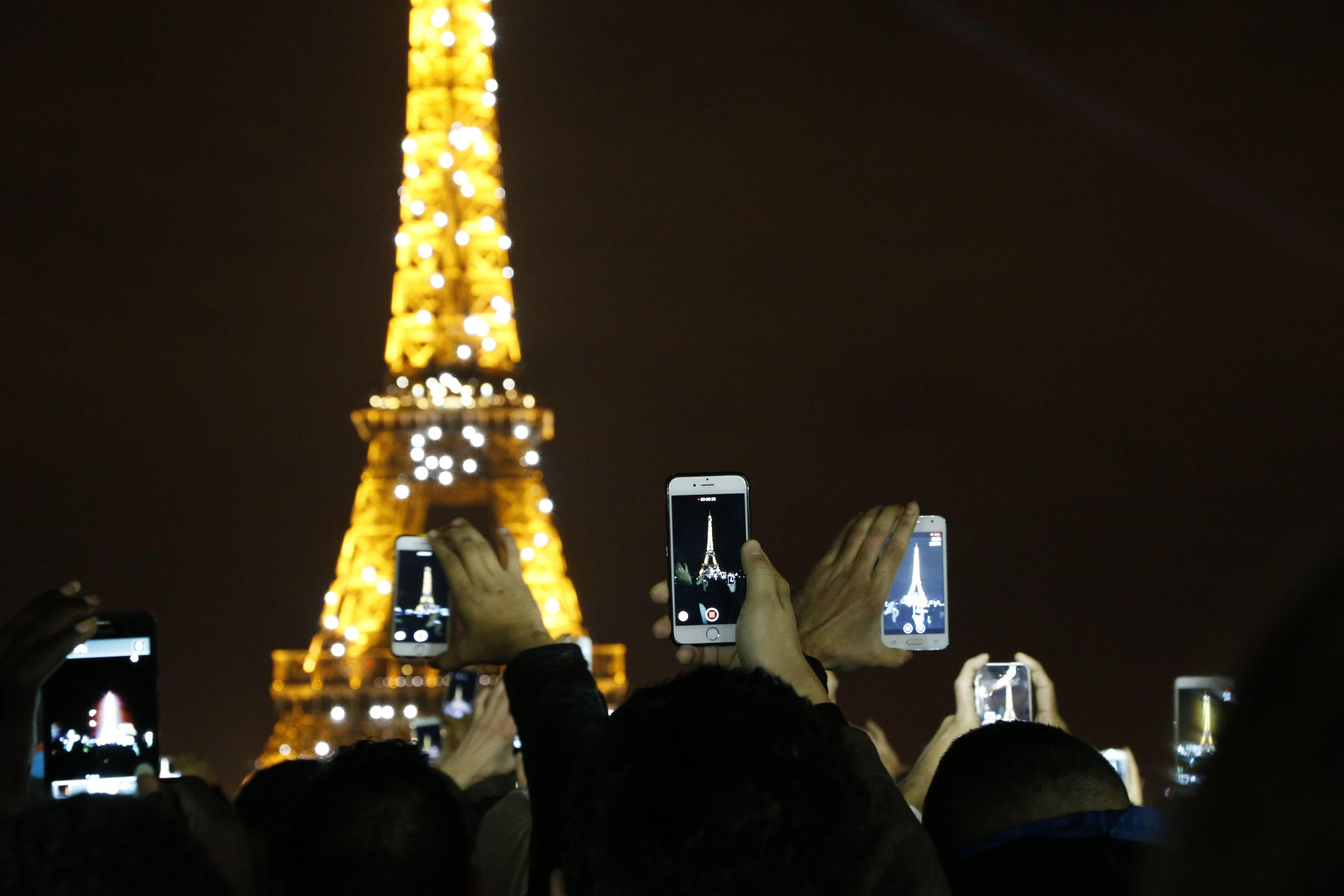 Paris New Year S Eve Live Stream Watch France S Eiffel Tower