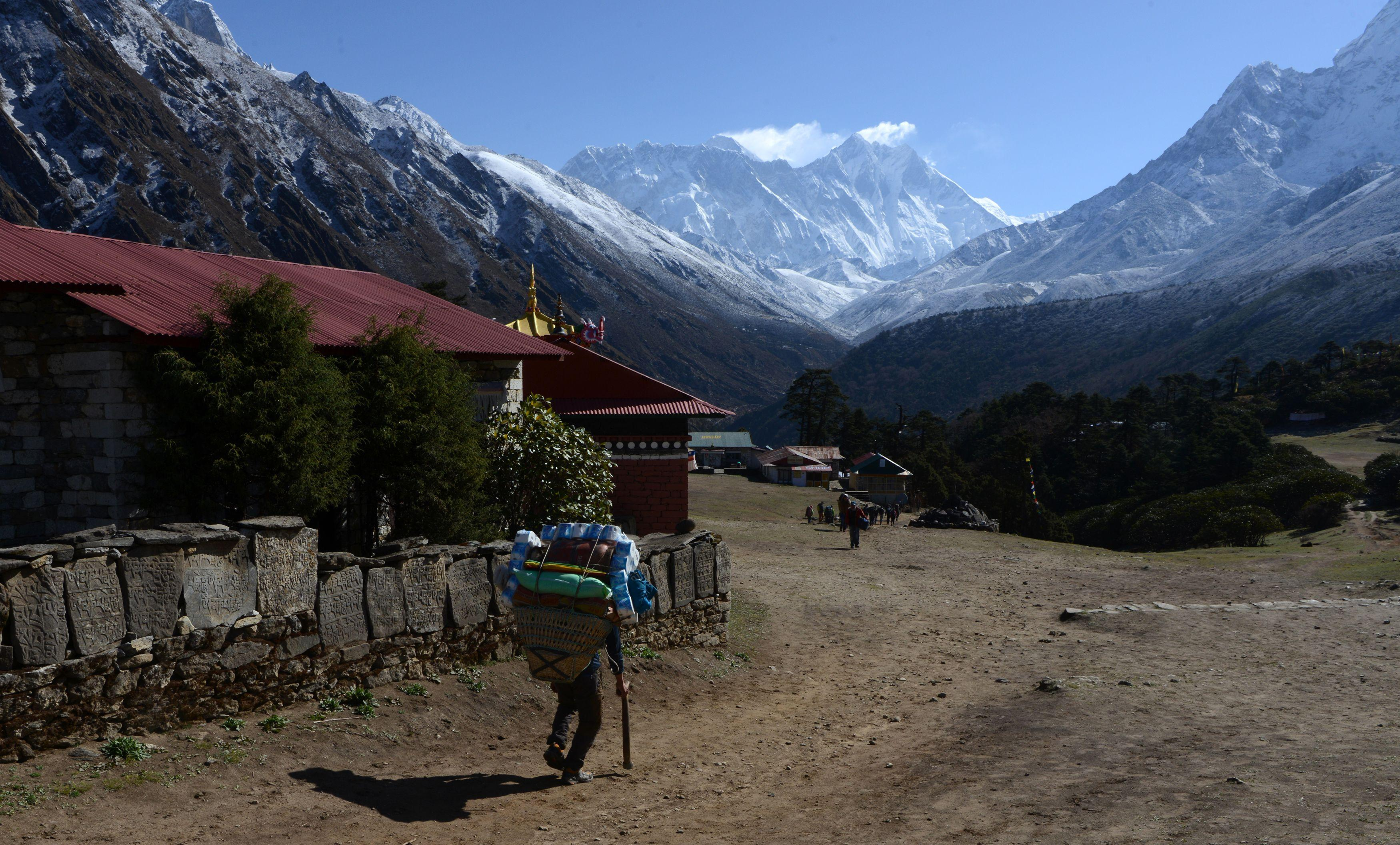 Nepal bans solo mountaineering on Mount Everest