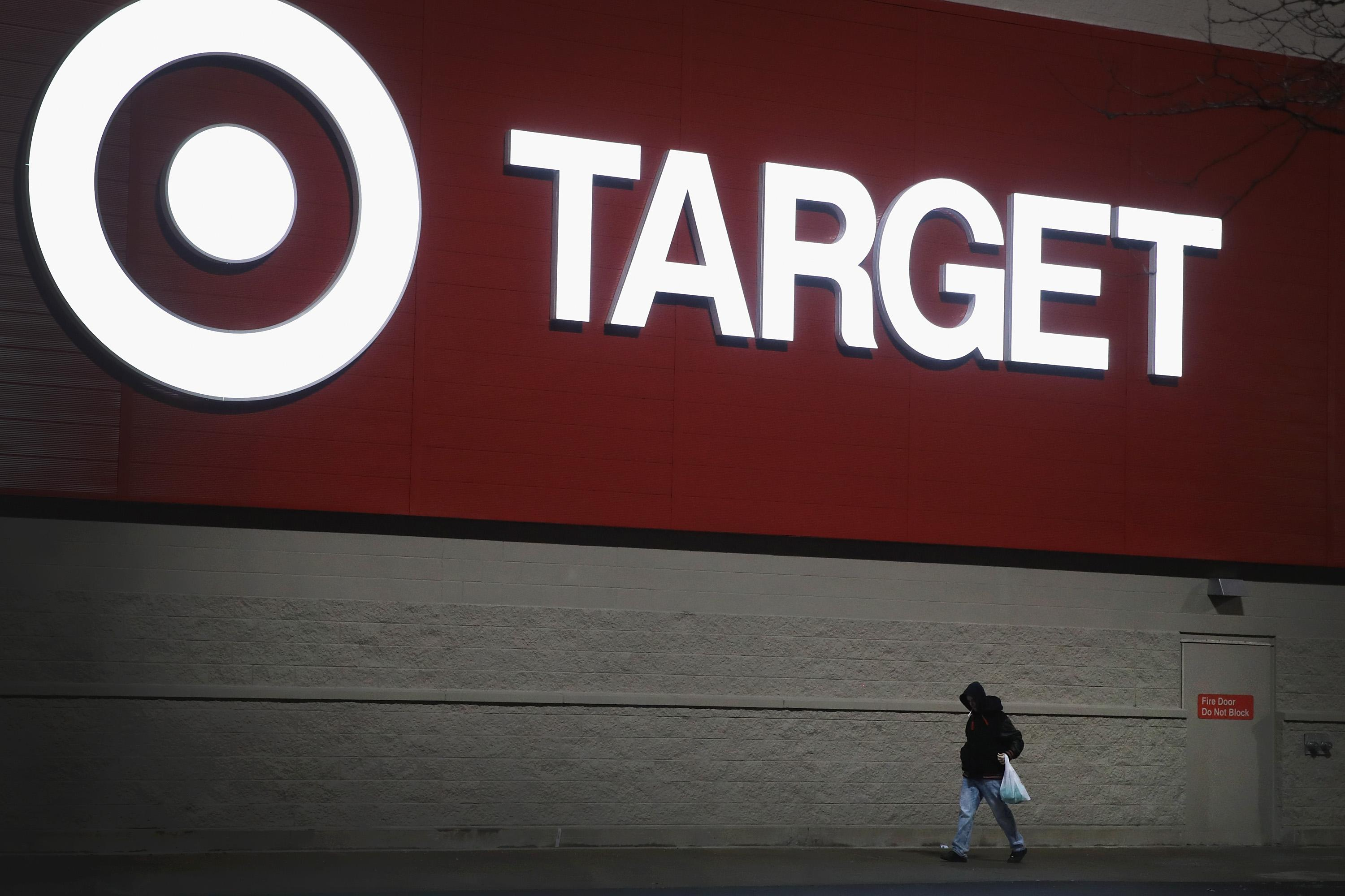 Serial Shoplifter Attacks Target Employee With Hammer After