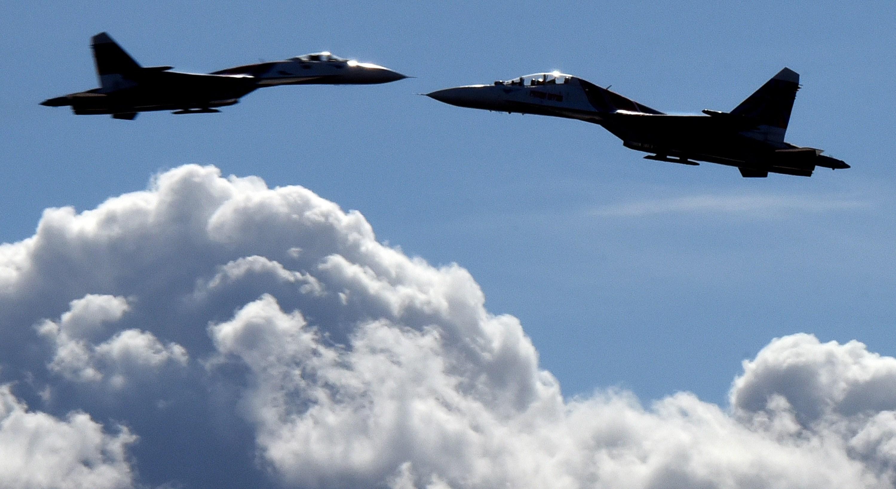 Dramatic moment a Russian jet 'unsafely' intercepts United States naval plane