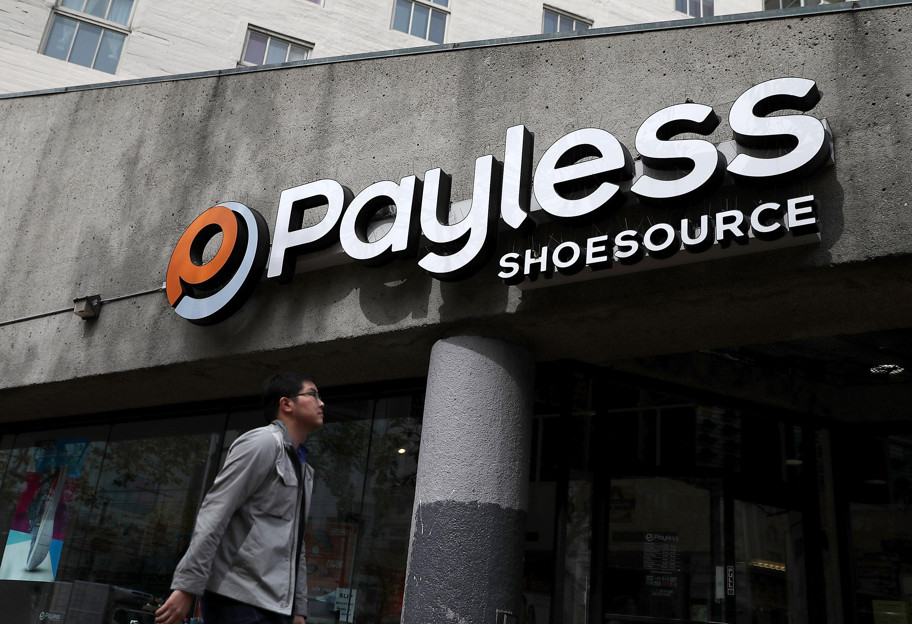 Mirror kills 2-year-old girl shopping for shoes at Payless