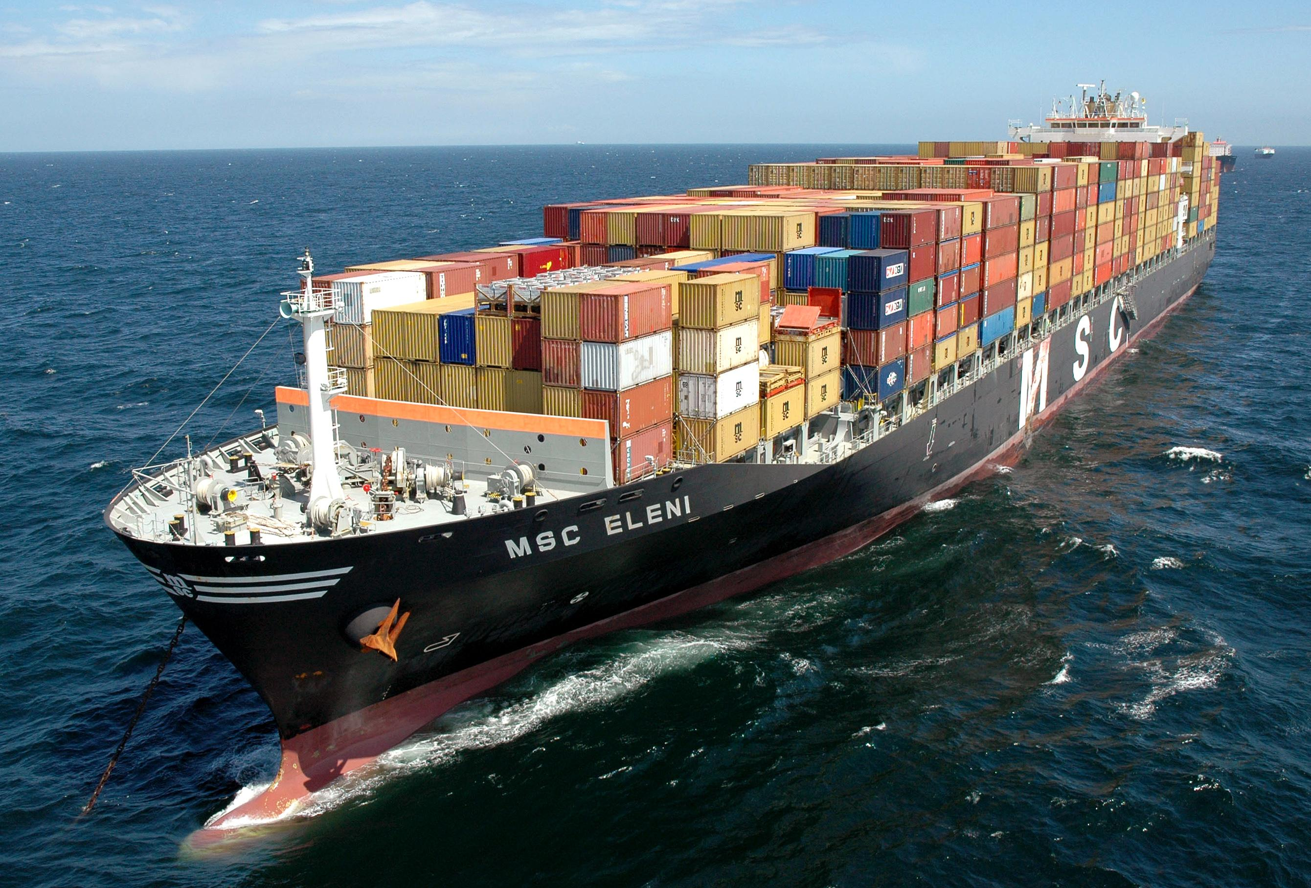 Containerships collide in Karachi
