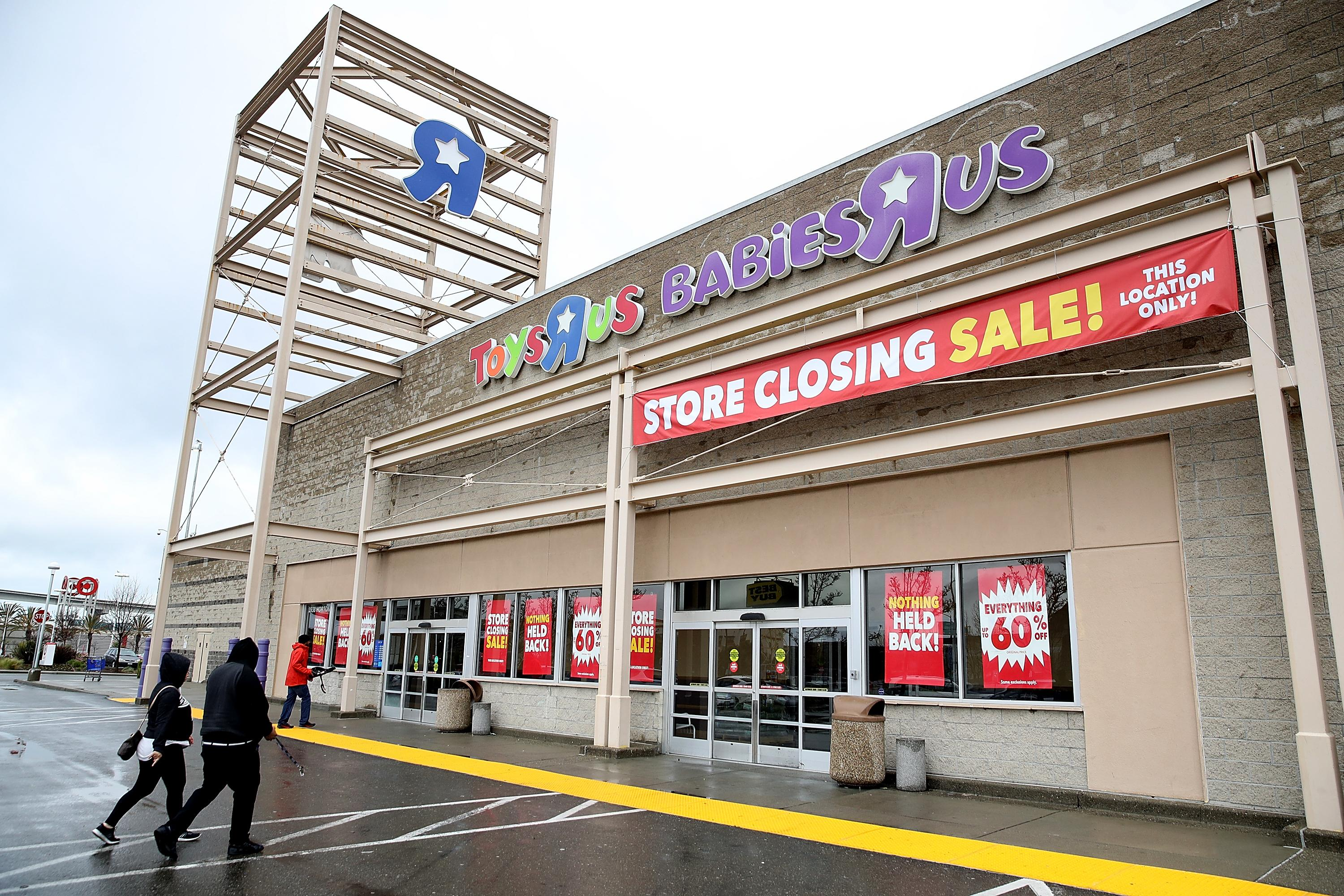 Toys R Us Liquidation Sale