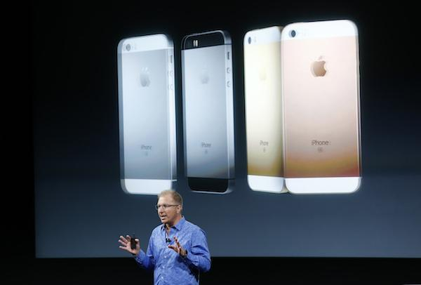 Apple announces slow iPhone sales, but $100 billion for investors