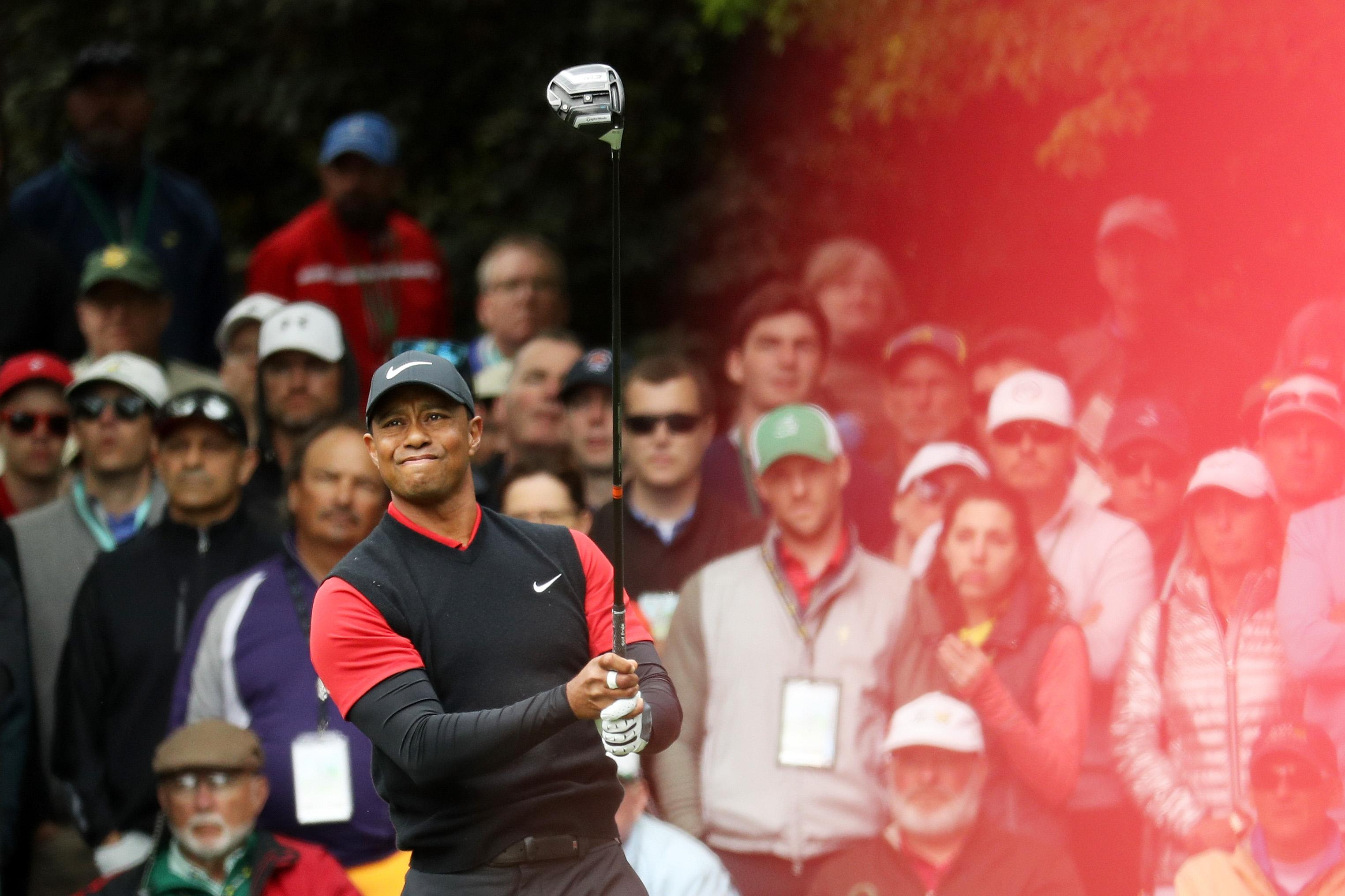 Watch Tiger Woods pour in back-to-back birdie putts