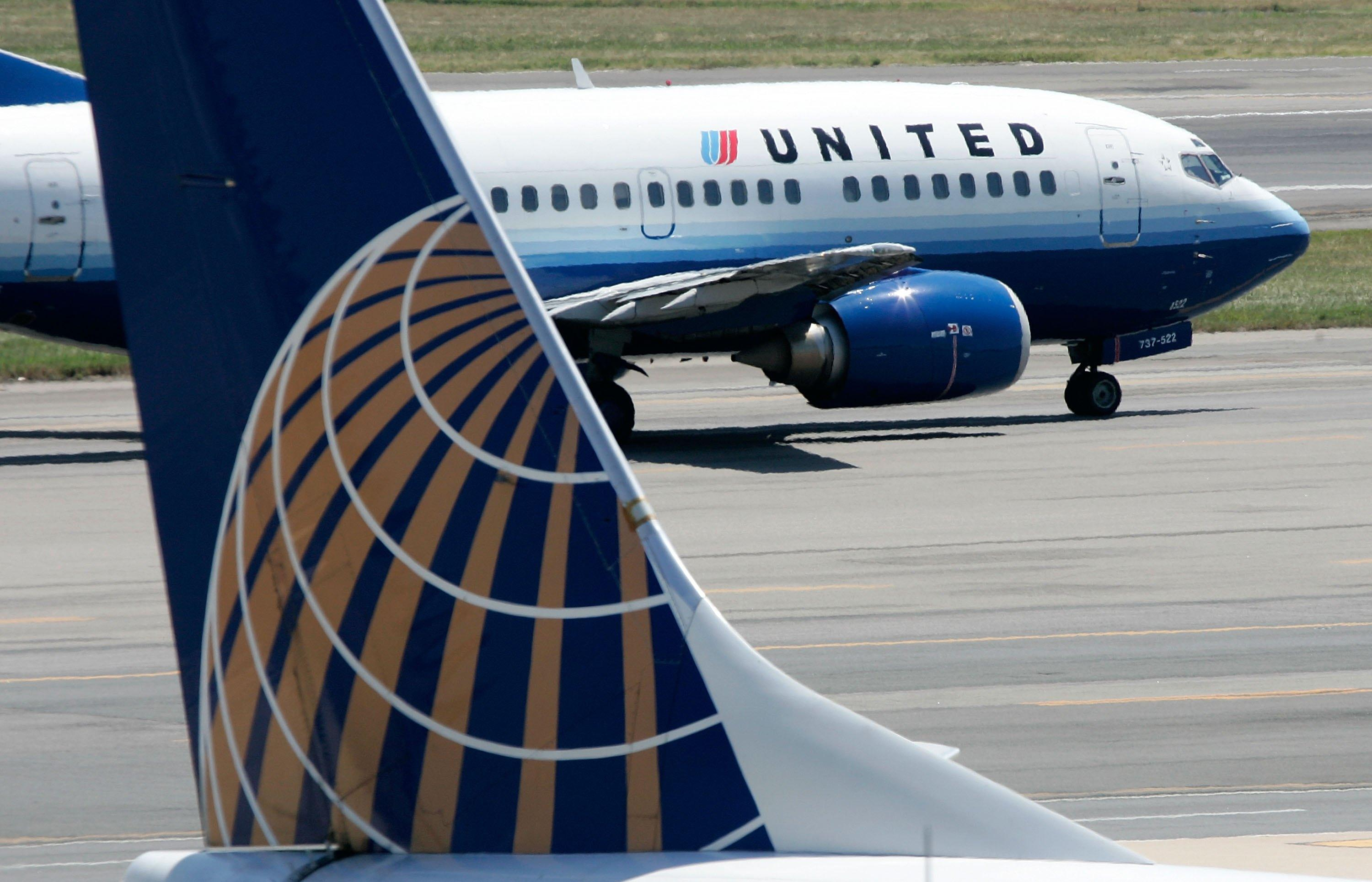 United Airlines passengers say flight attendant appeared drunk on plane