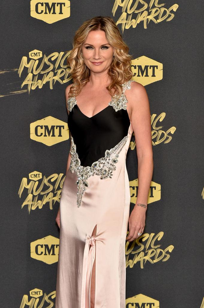 Jennifer Nettles cmt awards 2018