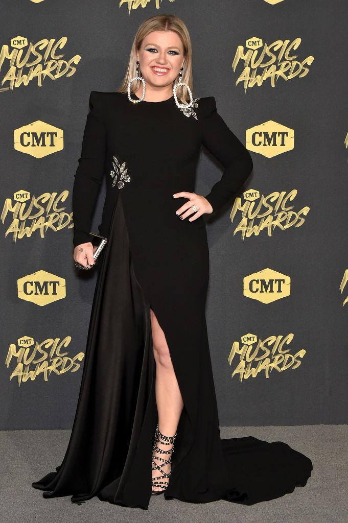 Kelly Clarkson cmt awards 2018